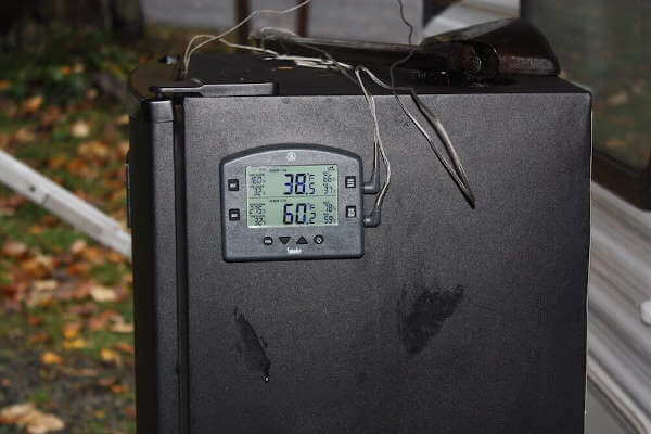 ThermoWorks Smoke Thermometer Control Base Magnetically Attached To a Masterbuilt Smoker