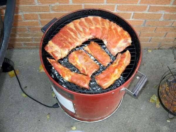 Smoking spare ribs and trimmings on a vertical electric smoker